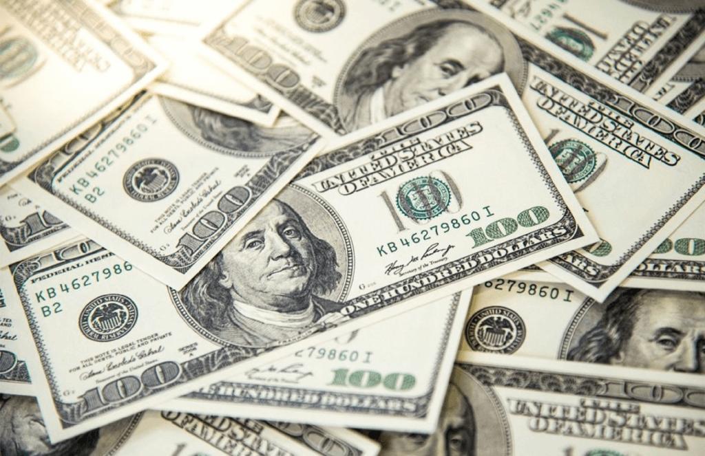 Dólar recua ante real com exterior otimista e de olho em Copom