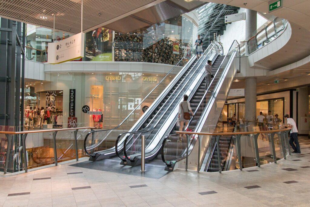 Após 10 dias de ampliação, movimento em shoppings cresce 20%, mostra pesquisa