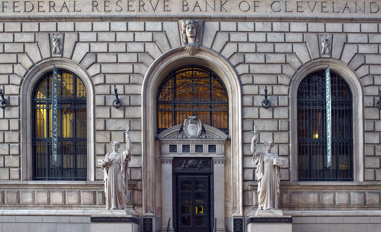 Presidente do BC dos EUA, Powell diz que taxas de juros baixas podem durar anos