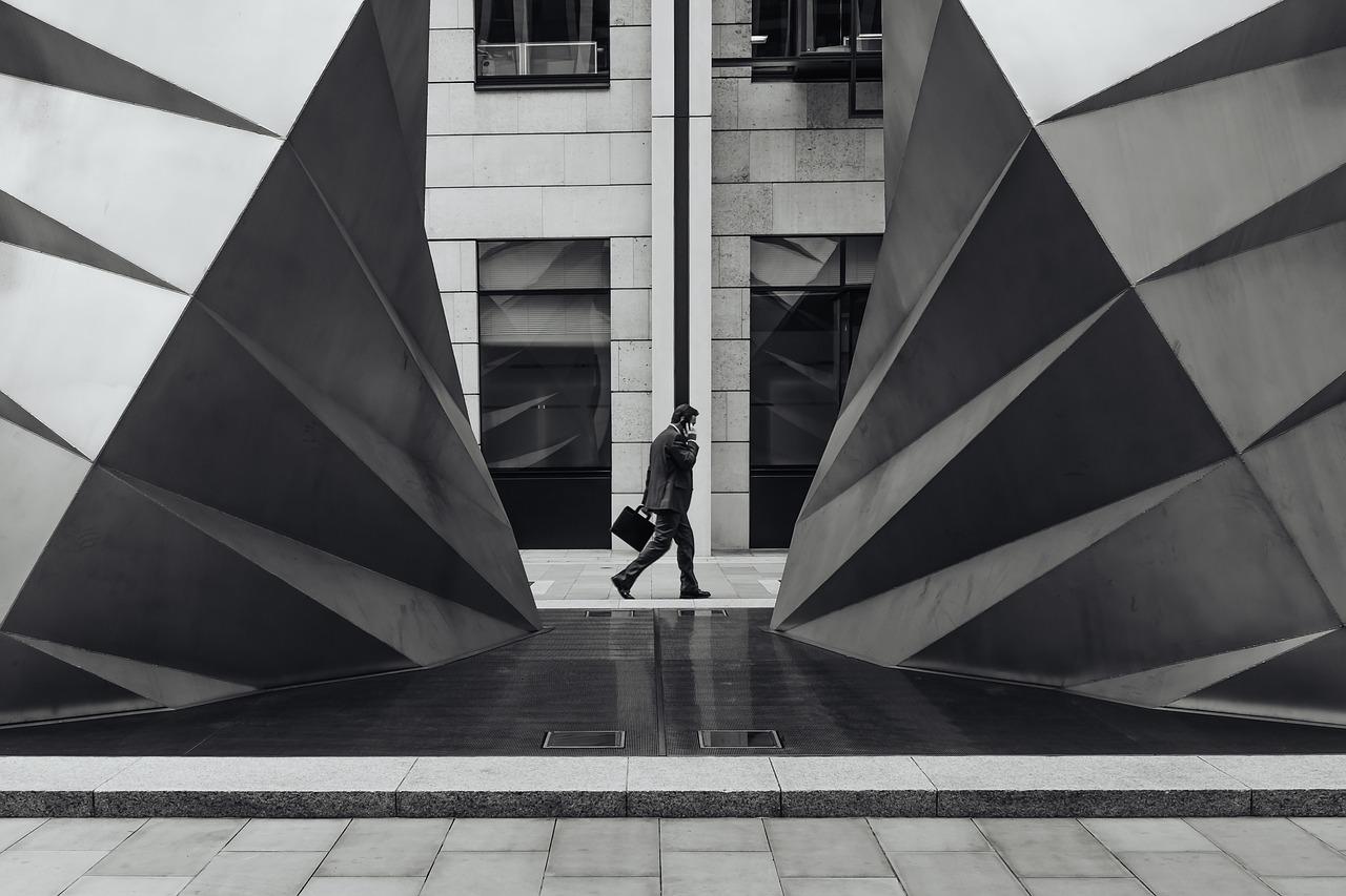 Indicador antecedente da economia brasileira cresce; confiança de empresários recua