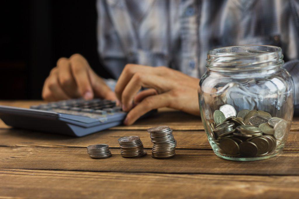 Renda extra: novas profissões pagam até R$ 20 mil sem sair de casa